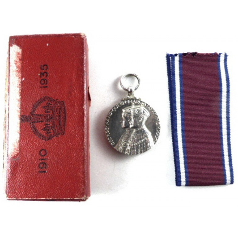 Silver Jubilee Medal 1010-1935 Full SizeTo Staffordshire Police Boxed.